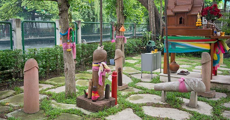 Udda attraktioner i Bangkok - penisträdgården